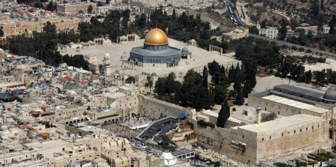 (FILES) This file photo taken on October 02, 2007 shows an aerial view of the Dome of the Rock (L) in the compound known to Muslims as al-Haram al-Sharif (Noble Sanctuary) and to Jews as Temple Mount, in Jerusalem's old city, and the Western Wall (C), the holiest site where Jews can pray. UNESCO, the Paris-based UN cultural body, are expected to vote on October 13, 2016 a resolution it adopted in April on the flashpoint Al-Aqsa mosque compound in Jerusalem, which made no reference to the fact that it is also revered by Jews as the Temple Mount and is Judaism's most sacred site. / AFP PHOTO / JACK GUEZ