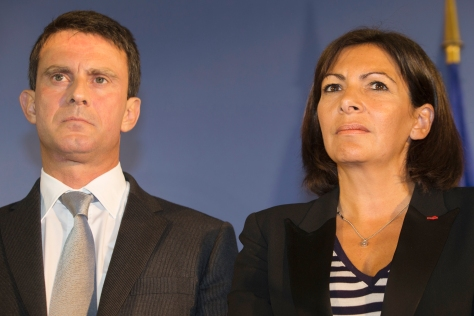 French Interior minister Manuel Valls (L) and Paris deputy mayor Anne Hidalgo (R) attend a ceremony at the site of the future European Centre of Judaism on September 10, 2013 in Paris. AFP PHOTO / JOEL SAGET