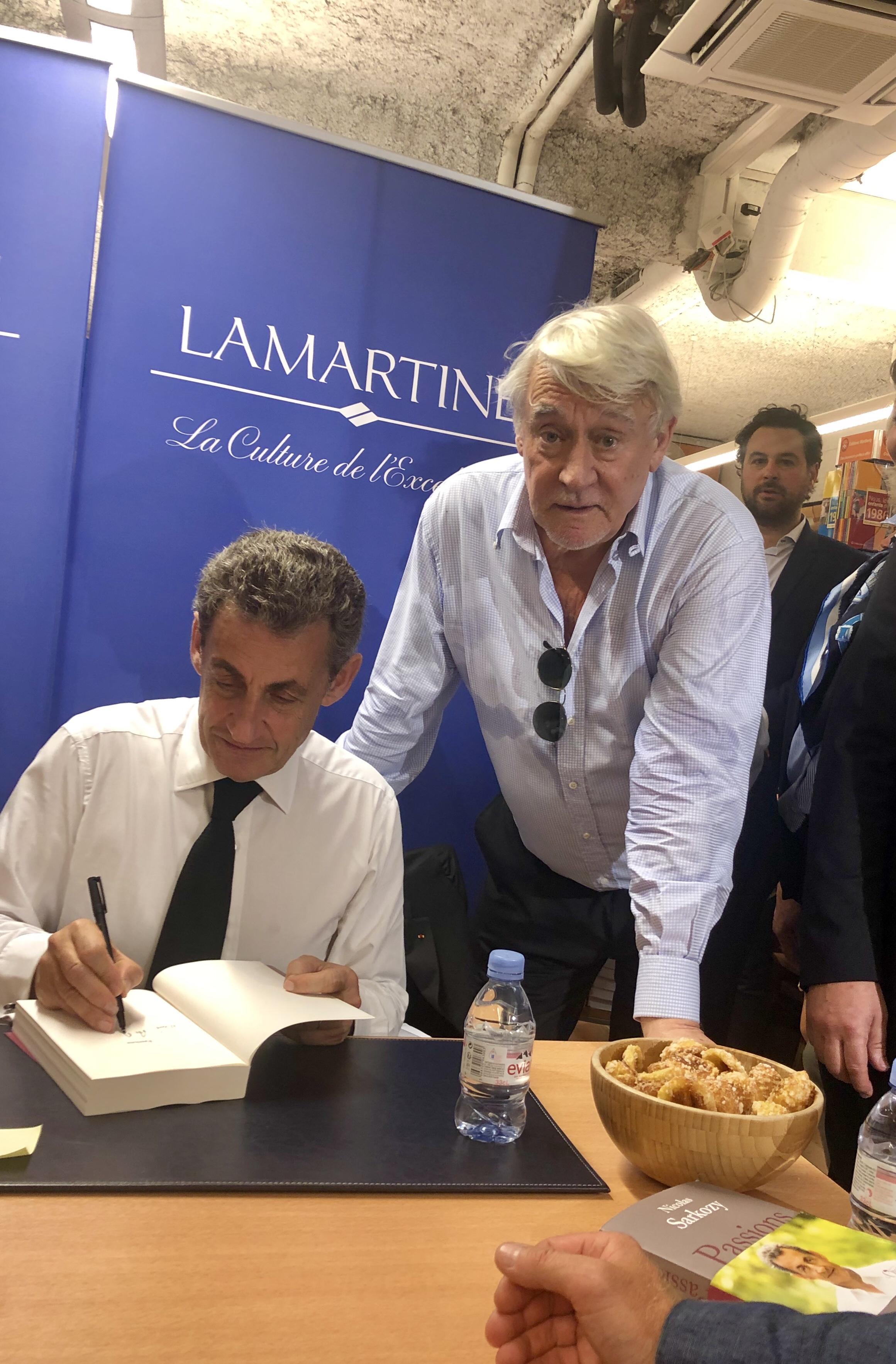 A La Dedicace De Mon Ami Nicolas Sarkozy Pour Son Livre Passions A La Librairie Lamartine Claude Goasguen